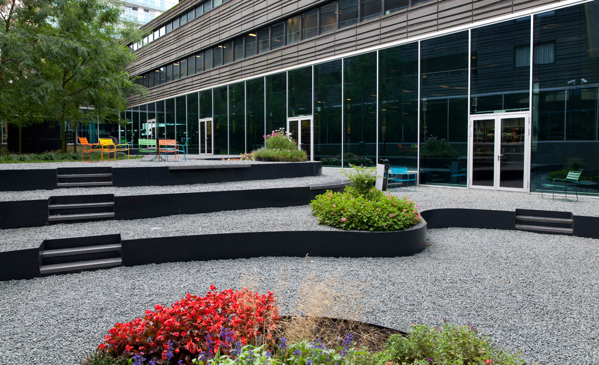Almere-library-roof-garden-02