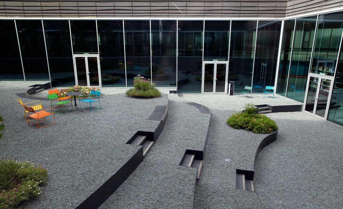 Almere-library-roof-garden-03